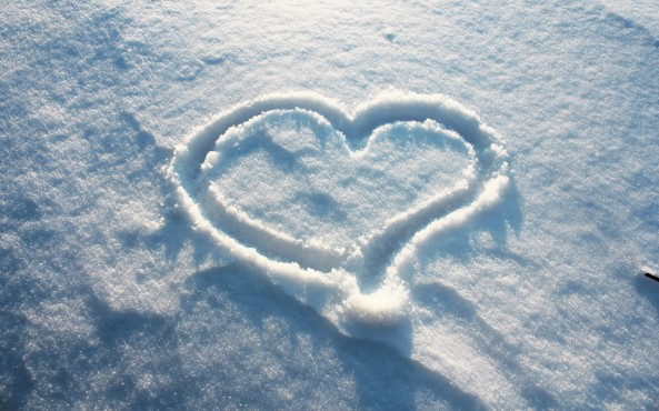 heart-in-the-snow-wallpaper-1